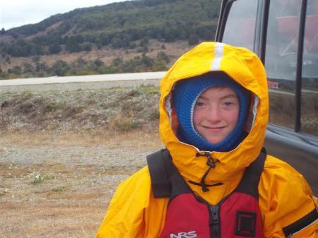 Pablo Lizama (hijo de Patricia Estivill) preparado para hacer Kayak
